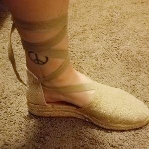 Unisa off white ankle wrap espadrilles size 8
